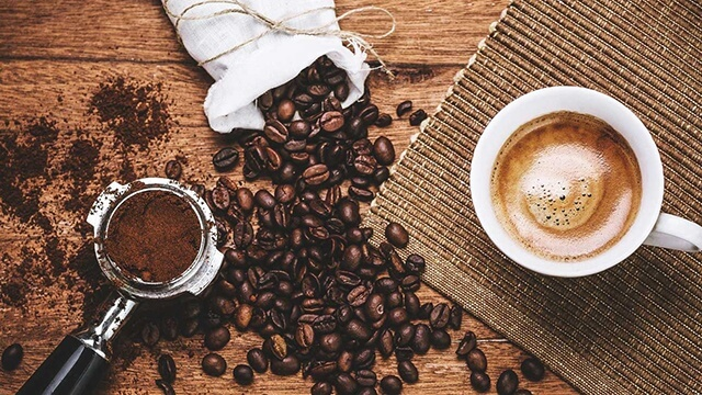Mixing coconut oil with coffee is also considered a very good remedy for treating mild intestinal inflammation